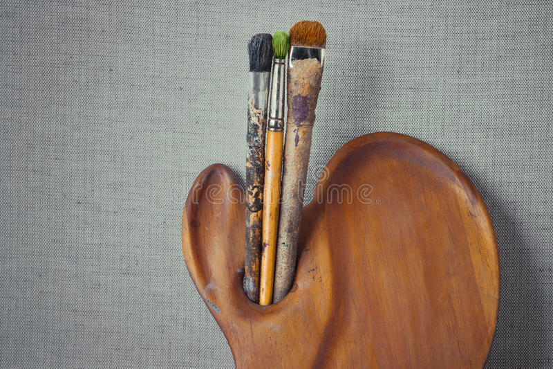 Artista de madera de la paleta y del cepillo fotografía de archivo libre de regalías