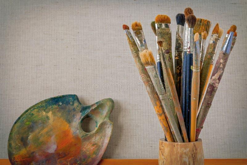 Artista de madera de la paleta y del cepillo fotos de archivo libres de regalías