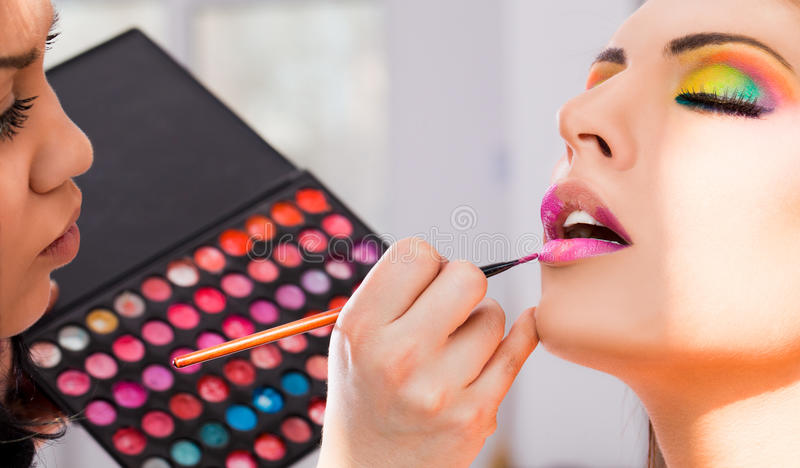 Artista de maquillaje imagenes de archivo