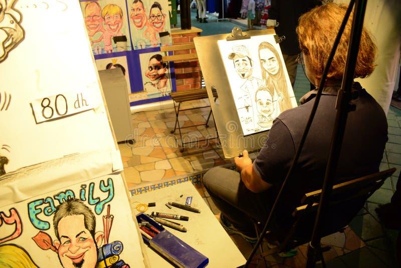 Artista di caricatura al villaggio globale Dubai fotografie stock libere da diritti