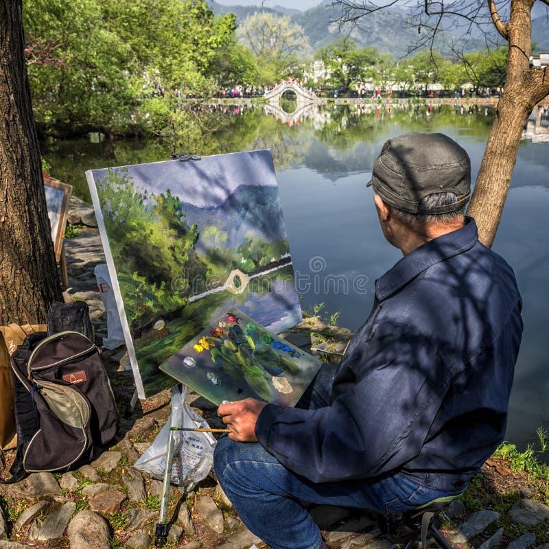 Artista en el trabajo, pintor chino del paisaje fotografía de archivo