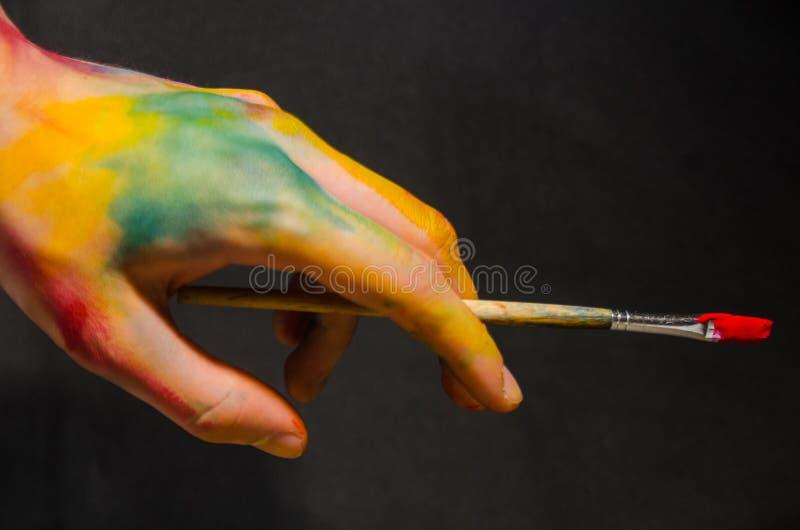 Artista Holding Paintbrush fotografía de archivo libre de regalías