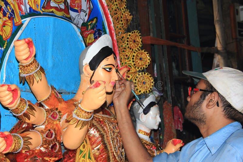 Artista Making Idols della dea Durga. fotografia stock libera da diritti