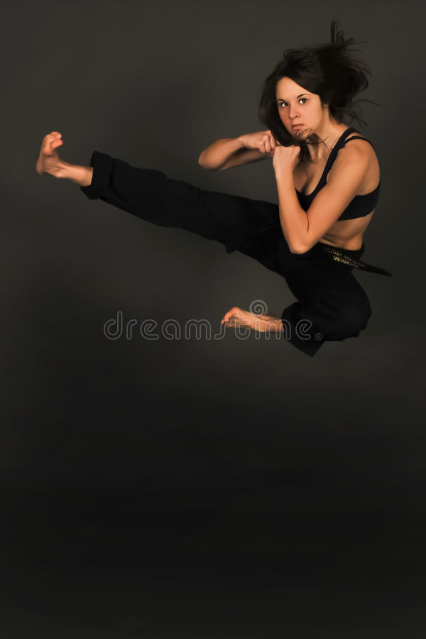 Artista marcial mezclado de sexo femenino de MMA. imagenes de archivo