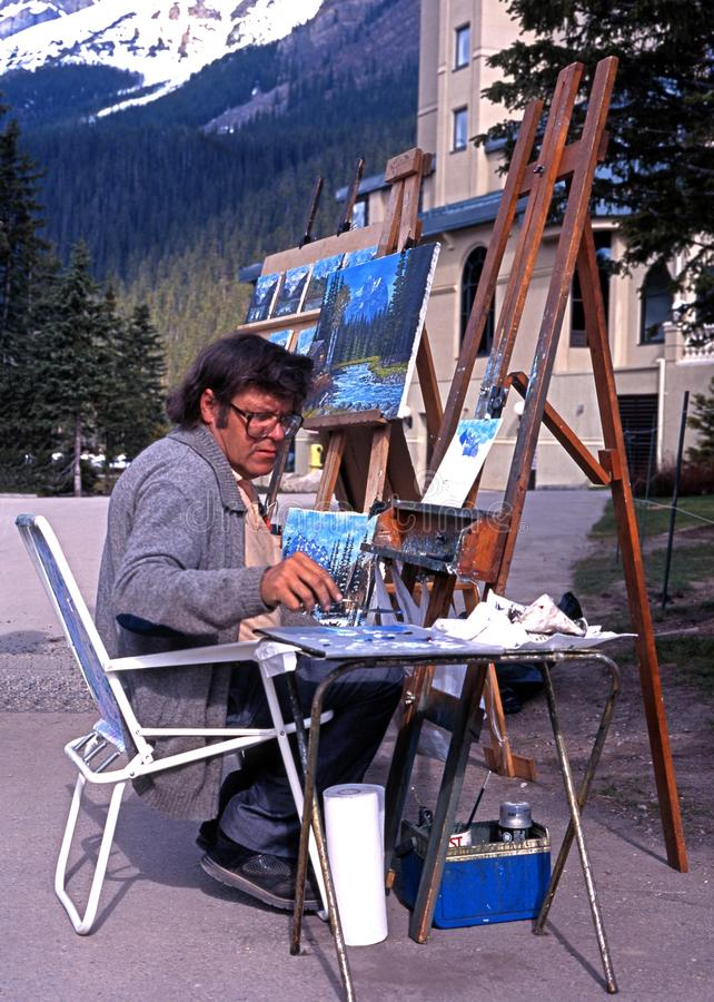 Artista por Lake Louise, Canadá foto de stock royalty free
