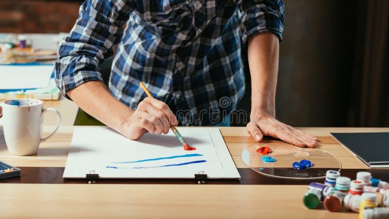 Artista profesional del proceso de la creación de las ilustraciones fotografía de archivo libre de regalías