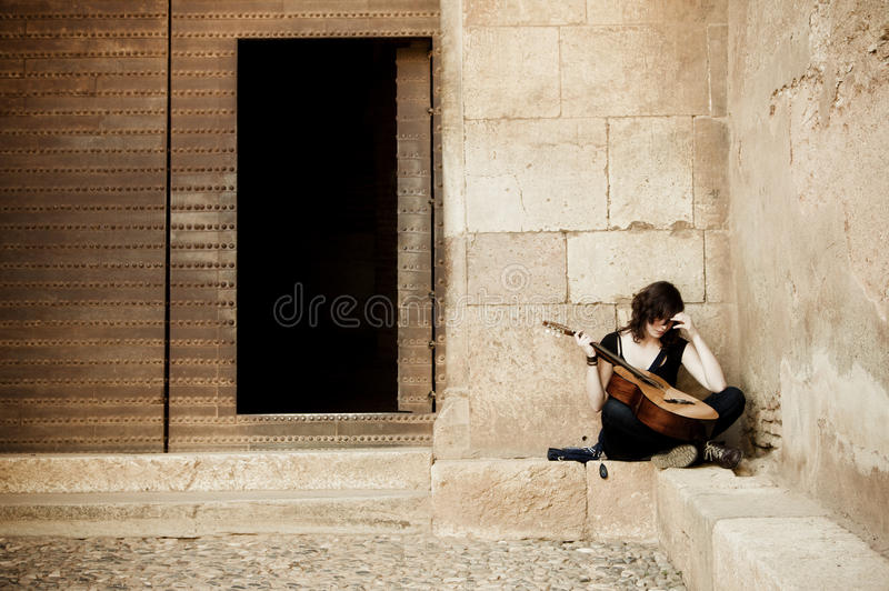 Artista solitario de la calle imagenes de archivo