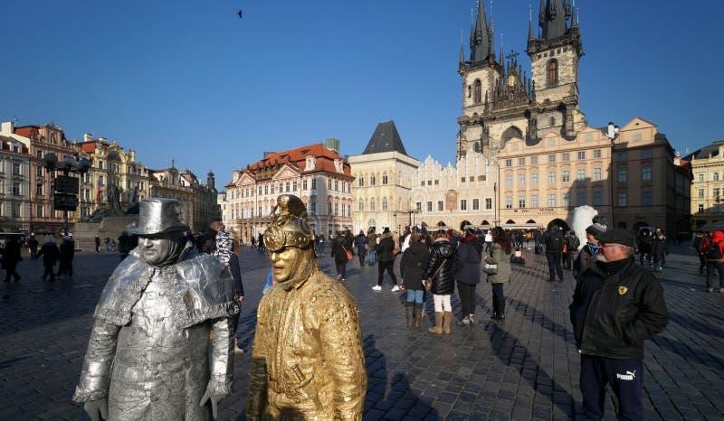 Artistas da rua na praça da cidade em Praga, República Checa fotos de stock