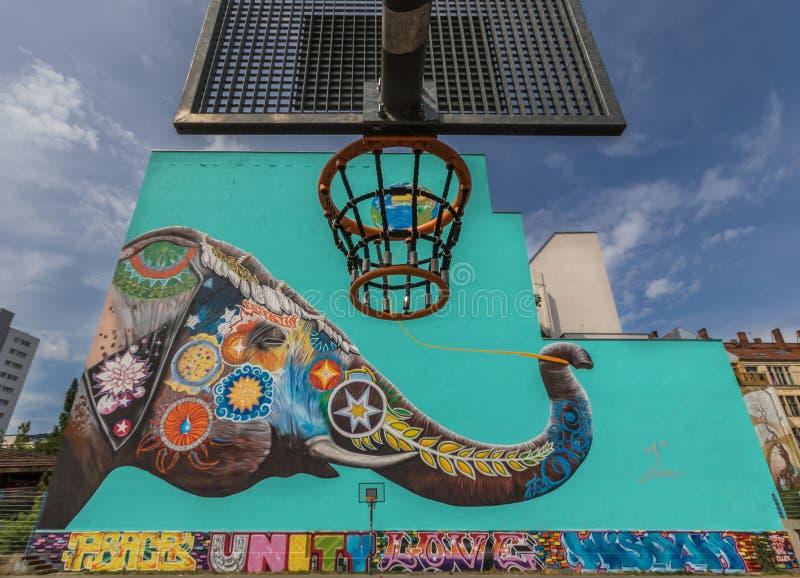 Artistas e pinturas da rua em Berlim, Alemanha fotografia de stock royalty free