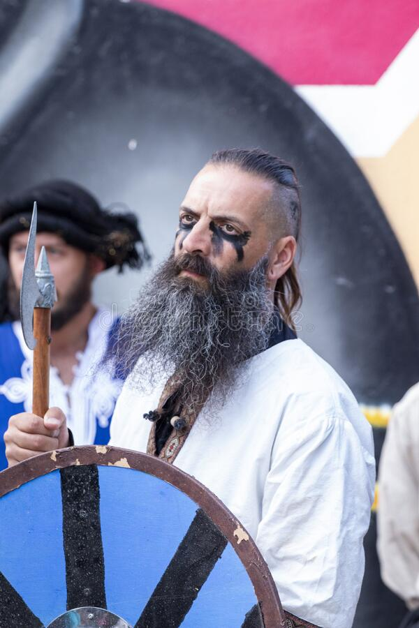 Artistas medievales en el festival imagen de archivo libre de regalías