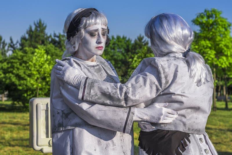 Artistas vestidos como estatuas vivas foto de archivo libre de regalías