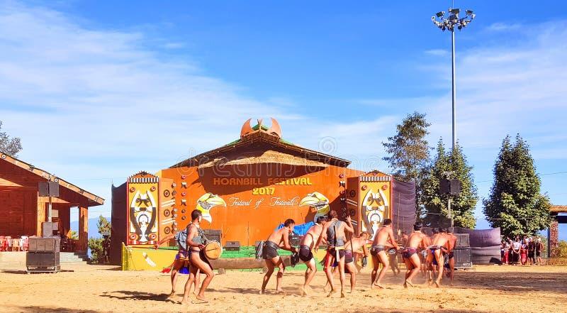 Artisti tribali di ballo tradizionale del festival del bucero fotografie stock