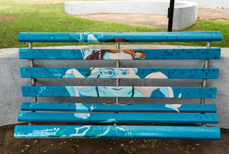 Artistically malować drewniane ławki w parku w Funchal madeira Portugal obrazy royalty free