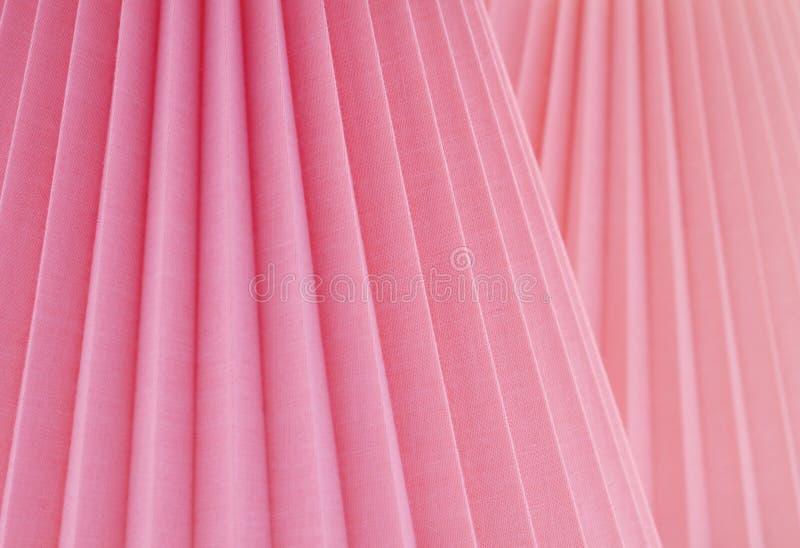 Artistieke Samenvatting met Gevouwen Rose Pink Fabric bij Gehelde Parallelle Hoeken Een ontwerpachtergrond met ruimte of ruimte v stock afbeeldingen