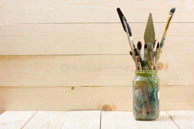 Artistique, artiste, art Pinceaux utilisés d'artiste photographie stock libre de droits