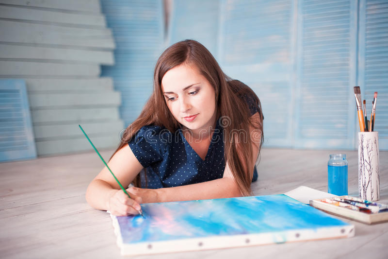 Artiston vloer het schilderen royalty-vrije stock fotografie