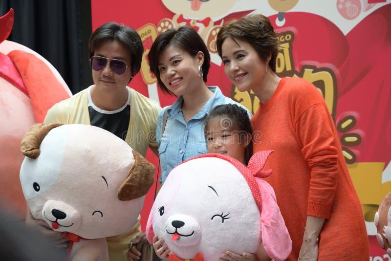 Artists Chen Hanwei e Zoe Tay de Singapura Mediacorp imagem de stock