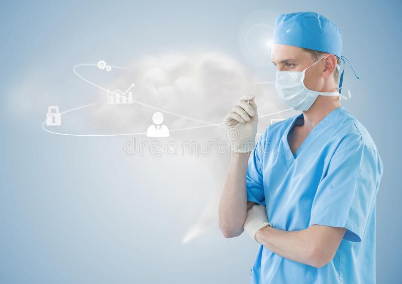 Arts die in chirurgisch masker wolk gegevensverwerkingsconcept bekijken stock afbeeldingen