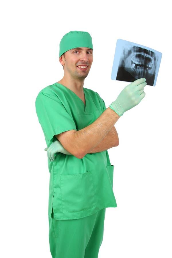 Arts die röntgenstraal bekijkt royalty-vrije stock foto's