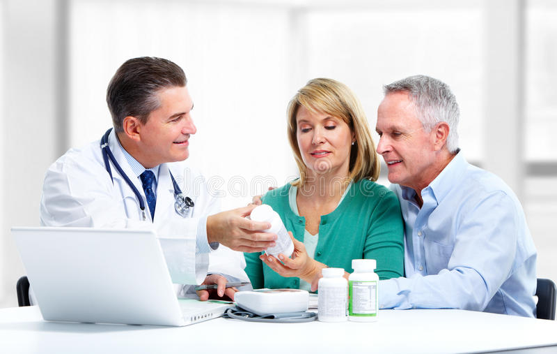 Arts en een patiënt. royalty-vrije stock afbeelding