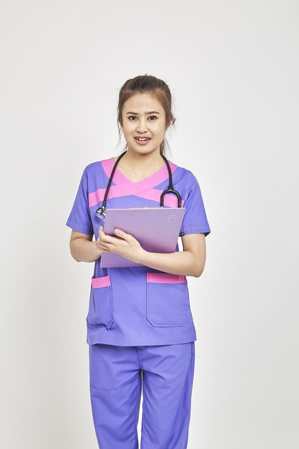 arts met een omslag in eenvormige status stock foto