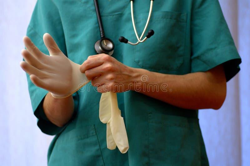 Arts met handschoenen royalty-vrije stock foto