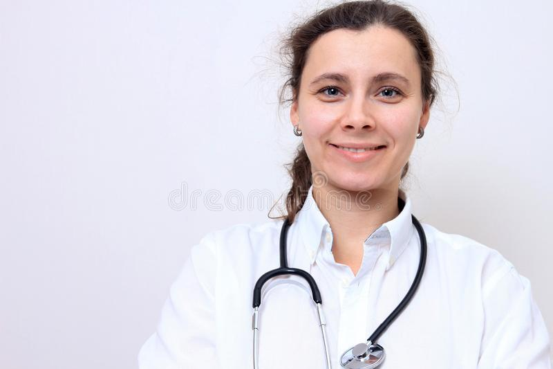 Arts Portret van vrouw arts Vrouwelijke medische geïsoleerde arbeider met stethoscoop stock foto's