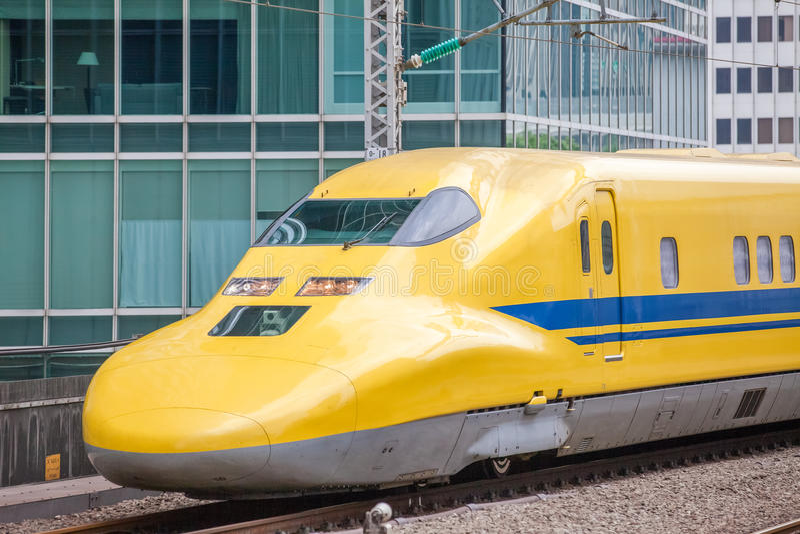 Arts Yellow, de treinen van de hoge snelheidstest stock afbeelding