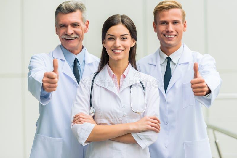 Artsen in het ziekenhuis royalty-vrije stock foto's