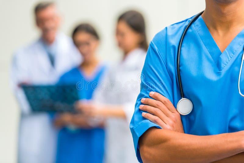 Artsen in het ziekenhuis royalty-vrije stock afbeeldingen