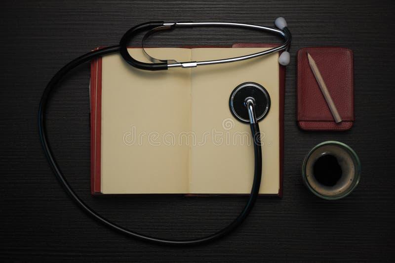 Artsen` s uitrusting royalty-vrije stock afbeelding