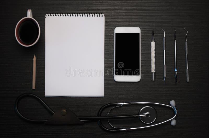 Artsen` s uitrusting stock afbeeldingen