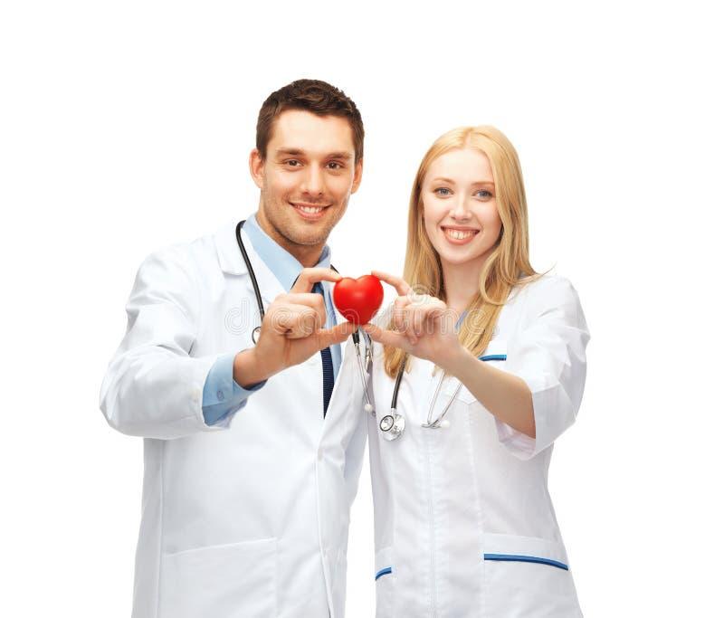 Artsencardiologen met hart royalty-vrije stock fotografie