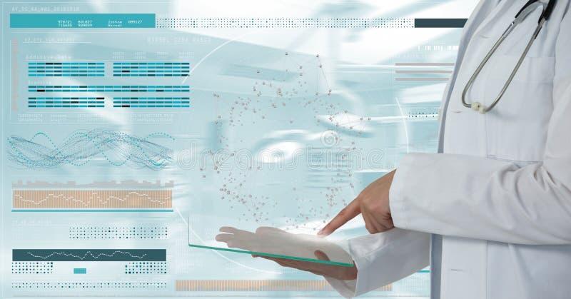 Artsenvrouw die een tablet met DNA-interface gebruiken stock foto's