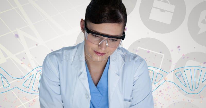 Artsenvrouw die zich met DNA-bundel bevinden stock fotografie