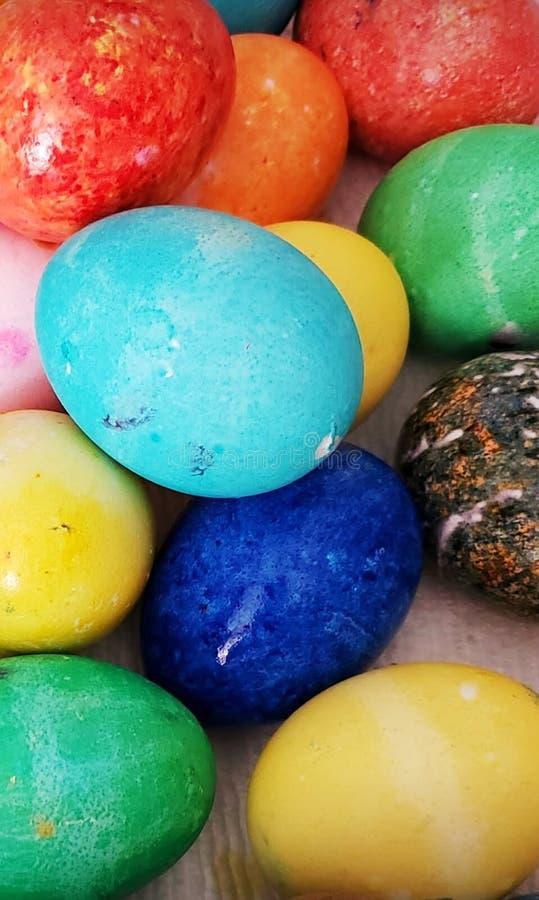 Artsy και ζωηρόχρωμα αυγά Πάσχας στοκ εικόνες