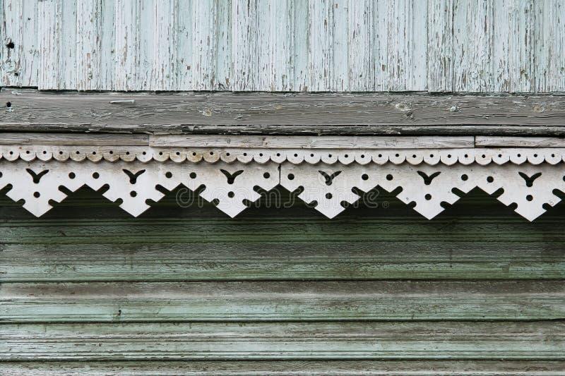 artsy dekorklippning och klassiskt gammalt trähus triangulära modeller och färg för trätexturturkos arkivfoton