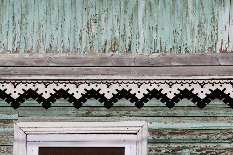 artsy Dekorordnung und klassisches altes Holzhaus Beschaffenheits-Türkisfarbe der dreieckigen Muster hölzerne stockbilder