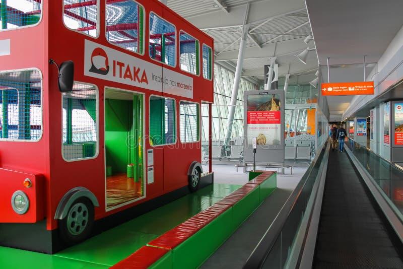 Żartuje autobus w Warszawskim Chopinowskim lotnisku, Polska zdjęcia stock