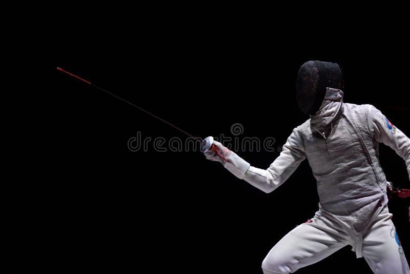 Artur Akhmatkhuzin tijdens de Internationale schermende Folie 2015 van toernooienst. petersburg stock foto