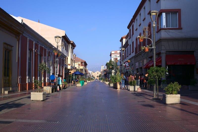 Arturo Prat Street i La Serena, Chile arkivfoton
