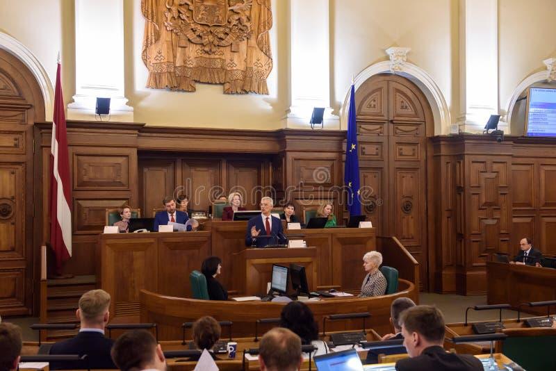 Arturs Krisjanis Karins, kandidaat voor Eerste minister van Letland tijdens stemming van nieuwe coalitie van regering van Letland stock fotografie