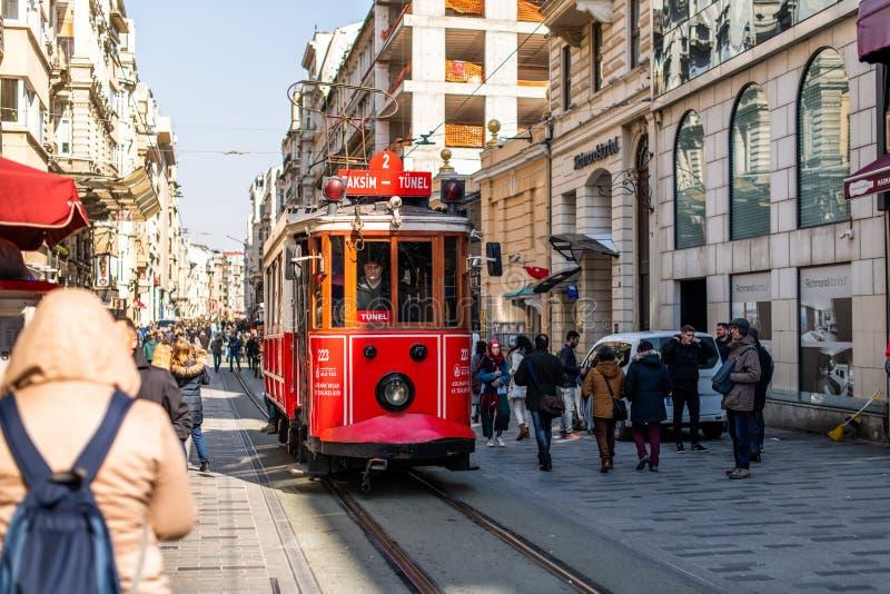 Artykuł wstępny - Taksim kwadrat - Tunelu tramwaj, znak firmowy Beyoglu, Istiklal ulica istanbul indyk zdjęcie royalty free