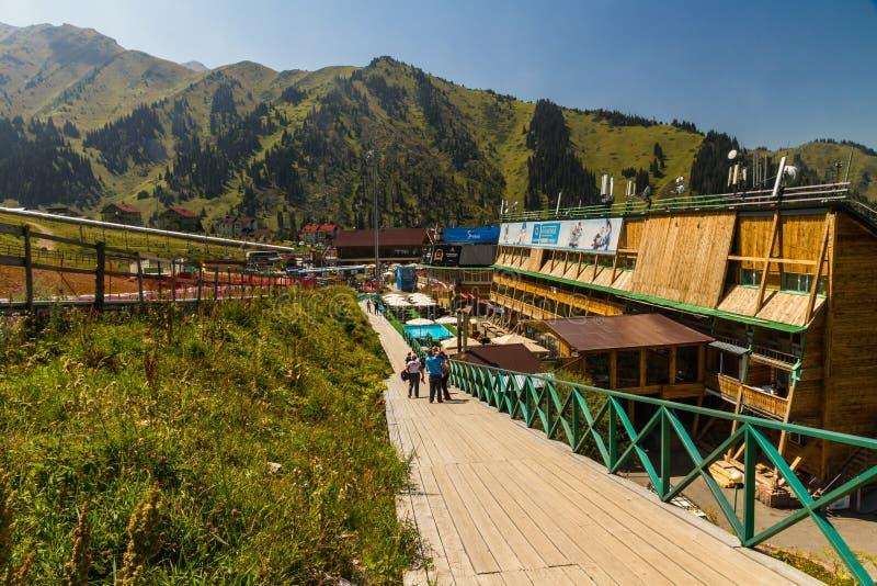 Artykuł wstępny: Shymbulak ośrodka narciarskiego hotel w Almaty, Kazachstan fotografia royalty free