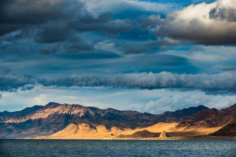 Artylerii Ostrosłup Podpalany jezioro Nevada zdjęcia stock