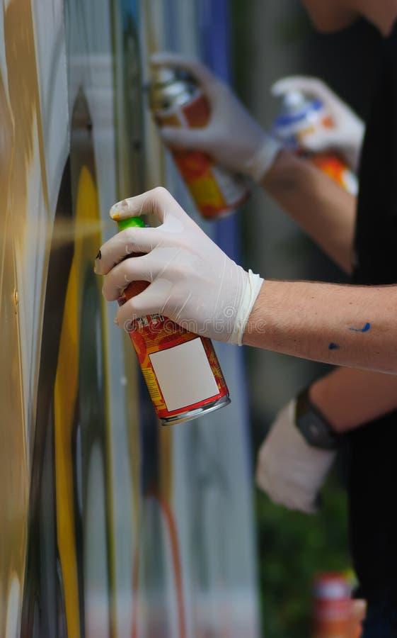 artystów puszka graffiti kiść obraz stock