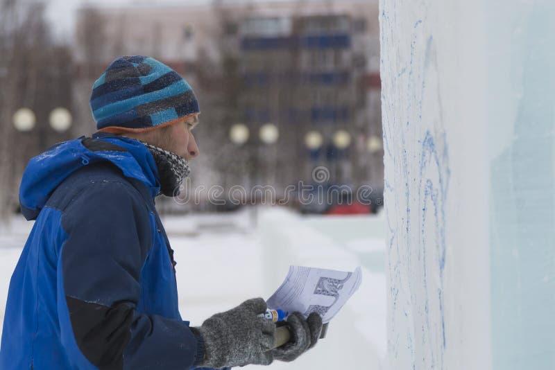 Artystów remisy na lodowym bloku obraz stock