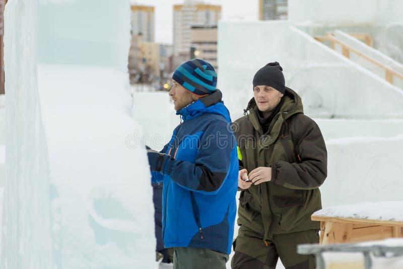 Artystów remisy na lodowym bloku fotografia stock