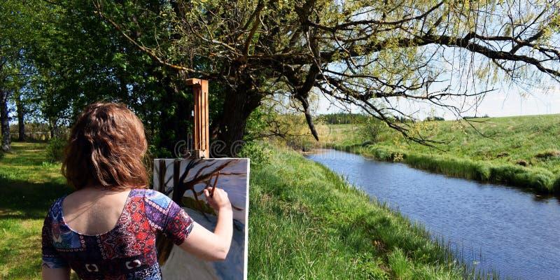 Artysta maluje lato krajobraz obrazy stock