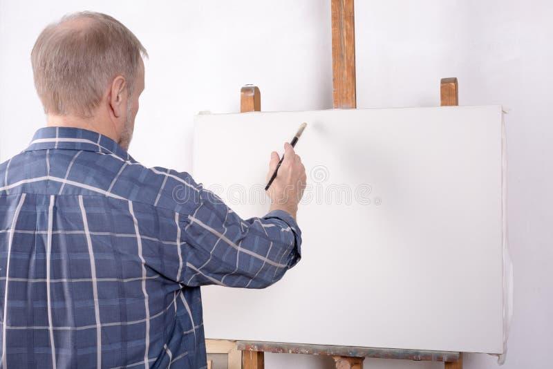 Artysta w studiu obrazy stock